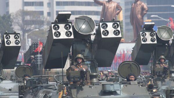 Wyrzutnia Koreańskiej Armii Ludowej w czasie defilady z okazji 105. rocznicy urodzina założyciela północnokoreańskiego państwa Kim Ir Sena - Sputnik Polska