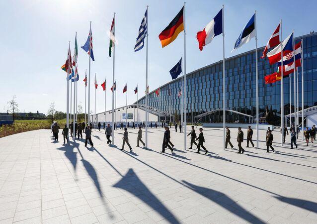 W kuluarach szczytu NATO w Brukseli