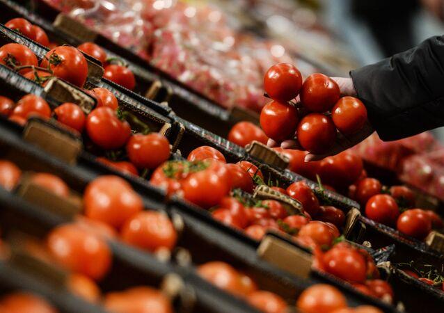 Rosja znosi embargo na tureckie pomidory