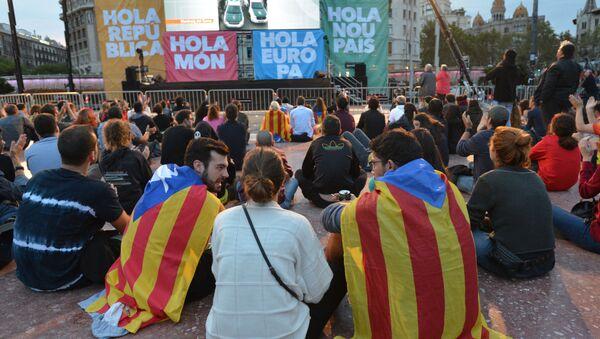 Uczestnicy referendum niepodległościowego w Katalonii czekają na wyniki głosowania - Sputnik Polska