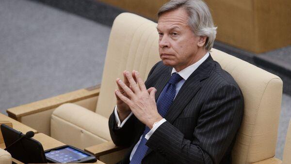 Przewodniczący Komisji ds. Polityki Informacyjnej Rady Federacji Aleksiej Puszkow na plenarnym posiedzeniu Dumy Państwowej Rosji - Sputnik Polska