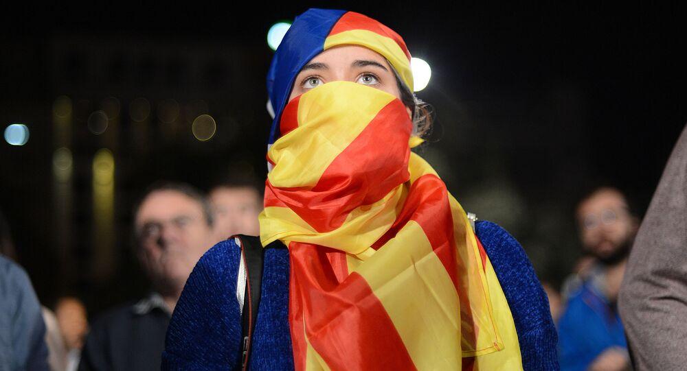 Uczestnicy referendum ws. niepodległości Katalonii oczekują na wyniki głosowania