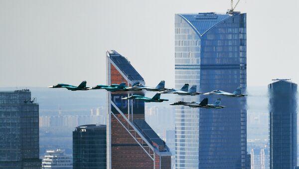 Su-35 na niebie nad Moskwą - Sputnik Polska