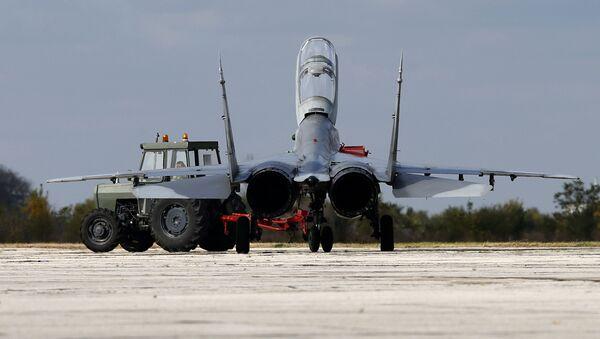 Myśliwiec MiG-29 na lotnisku Batajnica w Serbii - Sputnik Polska