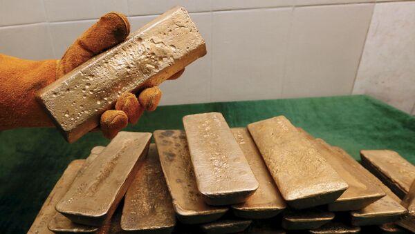 Sztabki złota, wydobytego w kopalni Olimpiada na Wschodniej Syberii - Sputnik Polska
