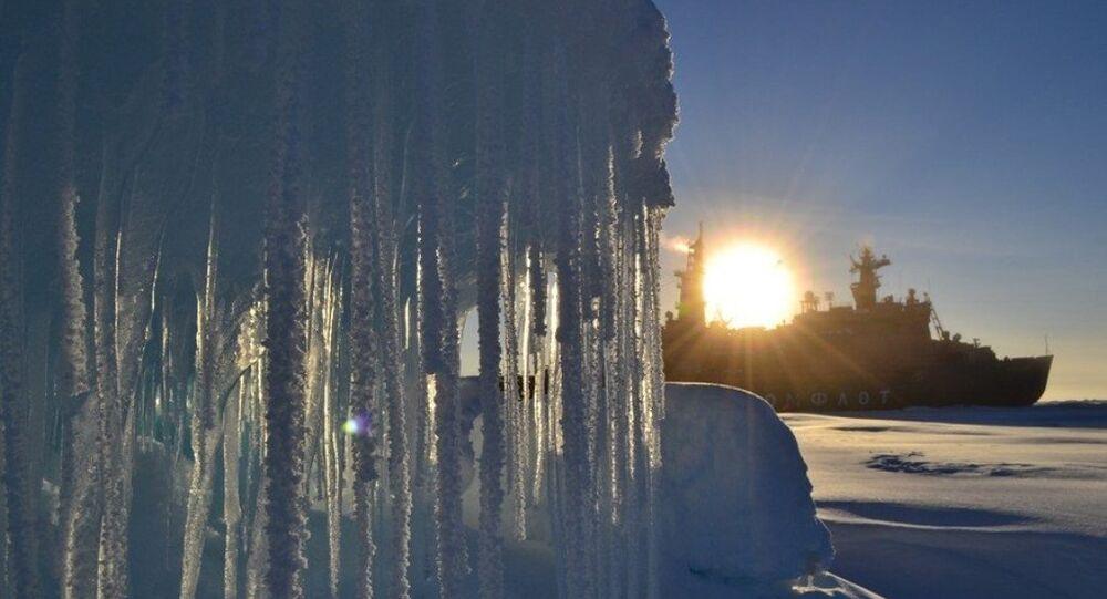Eskpedycja Arktyka-2012 na atomowym lodołamaczu