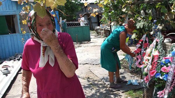 Pogrzeb ofiar zabitych podczas ostrzału armii ukraińskiej, wieś Swobodnaja, obwód doniecki - Sputnik Polska