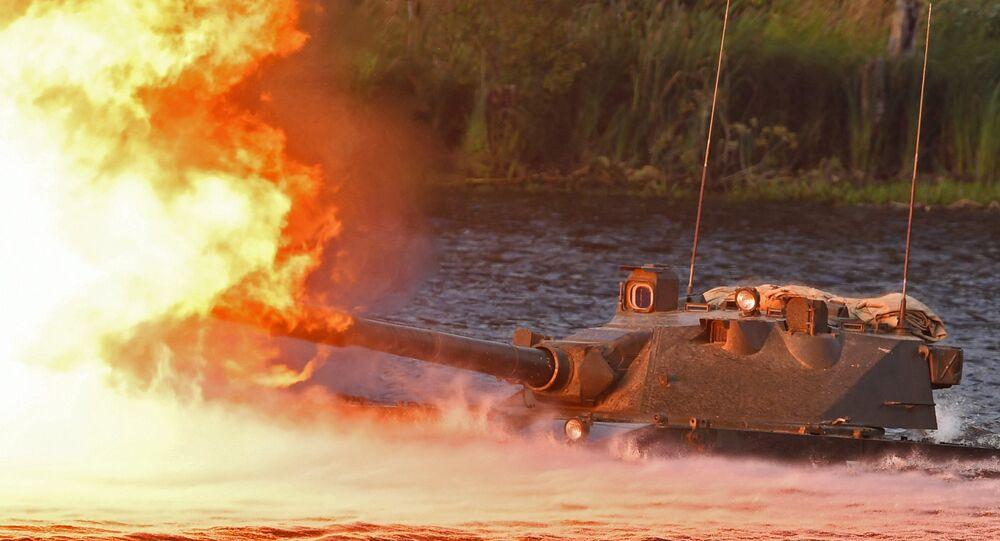 Lekki pływający niszczyciel czołgów przeznaczony dla wojsk powietrznodesantowych Sprut-SD podczas pokazu sprzętu wojskowego w obwodzie moskiewskim.