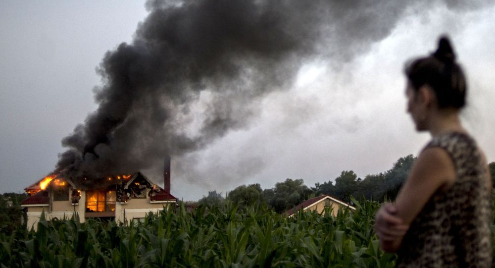 Dom mieszkalny uszkodzony w wyniku ostrzałów w Nikołajewce