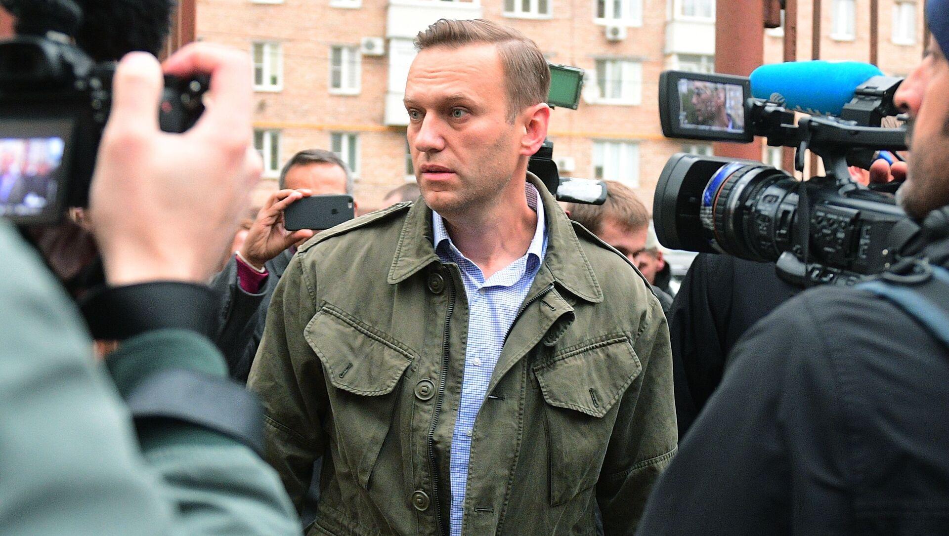 Rosyjski polityk i działacz publiczny Aleksiej Nawalny pod budynkiem Sądu Okręgowego w Moskwie - Sputnik Polska, 1920, 09.03.2021