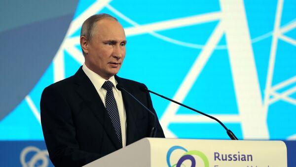 """Prezydent Rosji Władimir Putin na międzynarodowym forum """"Rosyjski Tydzień Energetyczny"""" - Sputnik Polska"""