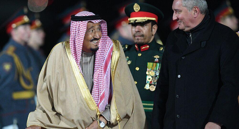 Król Arabii Saudyjskiej Salman ibn Abd al-Aziz Al Su'ud i wicepremier Rosji Dmitrij Rogozin
