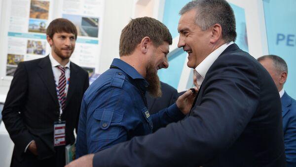 """Szef Republiki Czeczenii Ramzan Kadyrow i szef Republiki Krym Siergiej Aksionow na międzynarodowym forum inwestycyjnym """"Soczi 2016"""" - Sputnik Polska"""