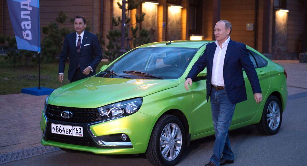 Władimir Putin i samochód Łada Vesta, 22.10.2015 r.