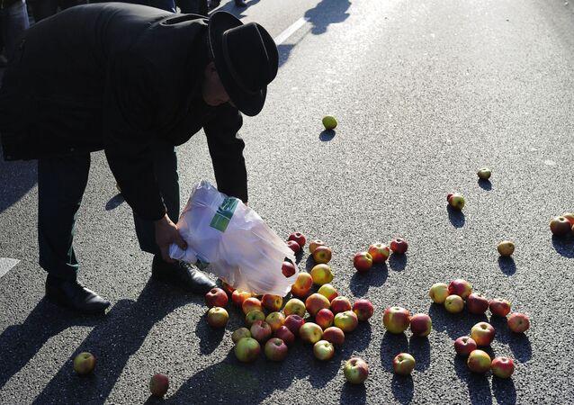 Рассыпанные яблоки