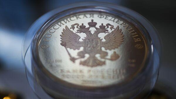 Złota moneta o nominale 50000 rubli - Sputnik Polska