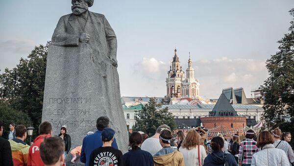 Moskwa oczami Polaka. Pomnik Karola Marksa na Placu Teatralnym - Sputnik Polska