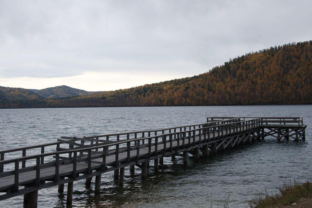 Drewniany pomost na rzece Angara.