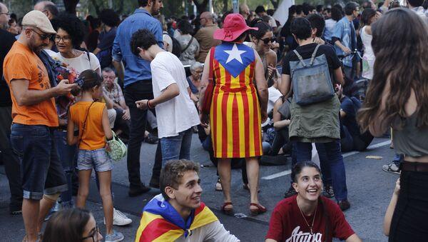 Demonstracja poparcia dla referendum niepodległościowego w Barcelonie - Sputnik Polska