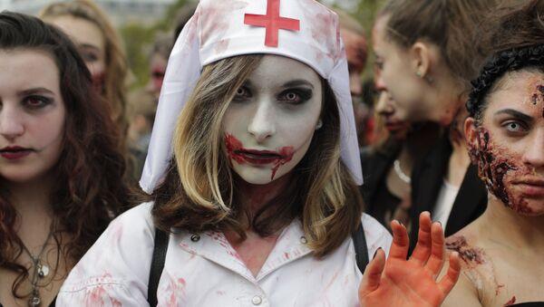 Uczestnicy marszu zombie w Paryżu - Sputnik Polska