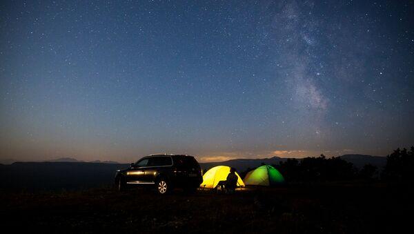 Gwiezdne niebo obserwowane w Kraju Krasnodarskim podczas deszczu meteorów Perseidów - Sputnik Polska
