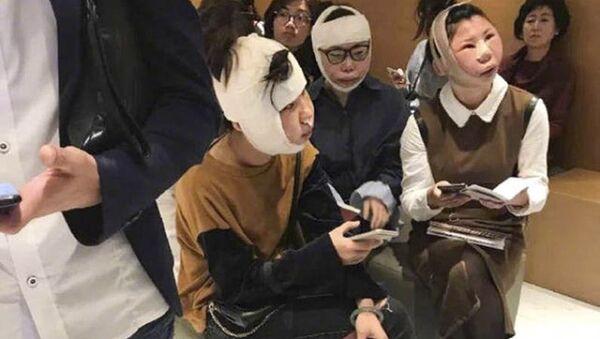 Trzy Chinki, które przeszły w Korei Południowej operacje plastyczne, utknęły na lotnisku - Sputnik Polska