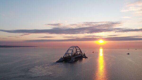 Łuk drogowy Mostu Krymskiego gotowy do montażu - Sputnik Polska