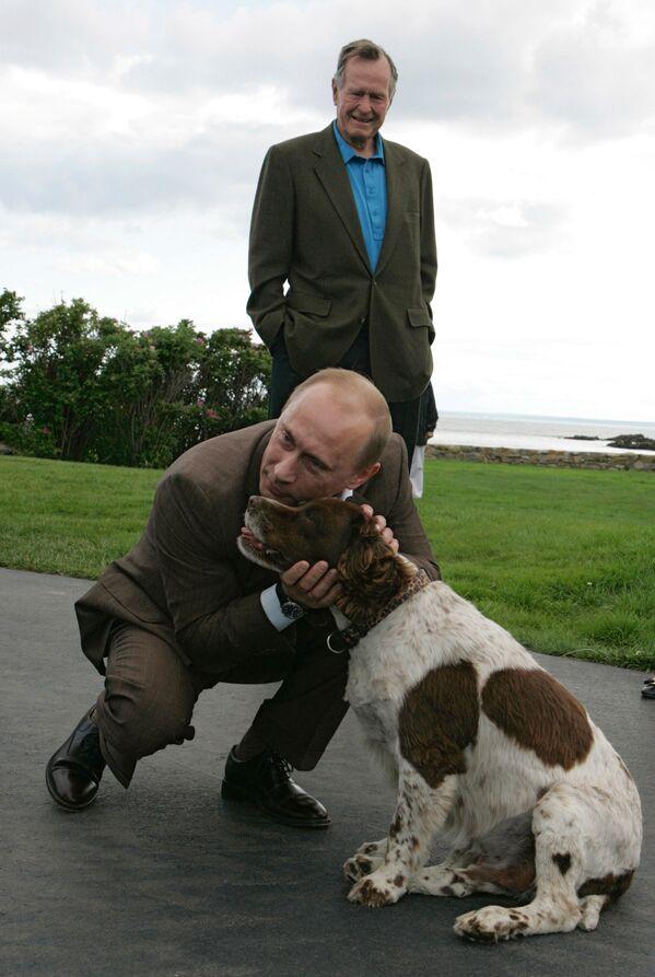 Władimir Putin i były prezydent USA George Bush w mieście Kennebunkport - Sputnik Polska