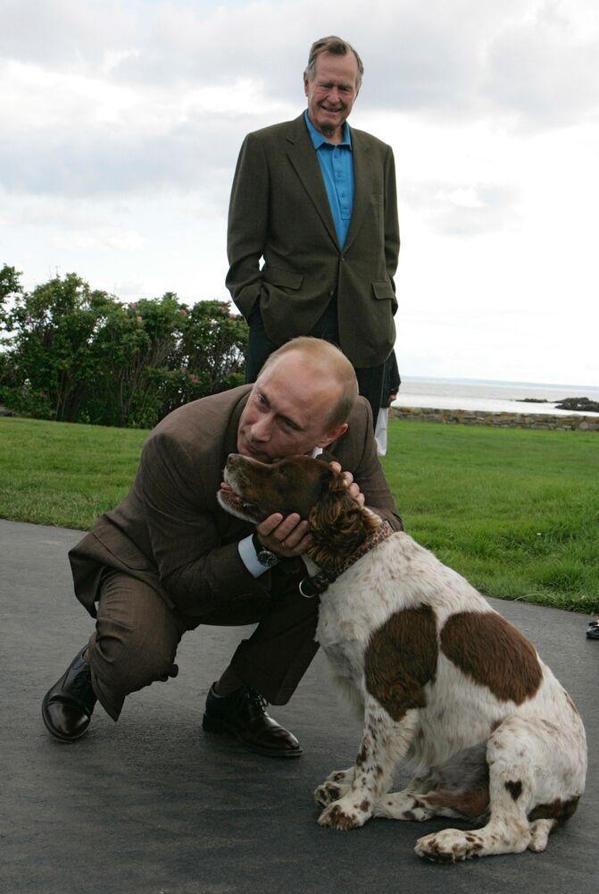 Władimir Putin i były prezydent USA George Bush w mieście Kennebunkport