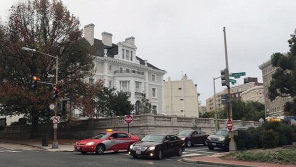 Budynek przedstawicielstwa handlowego Rosji w Waszyngtonie ze zdjętą rosyjską flagą - Sputnik Polska
