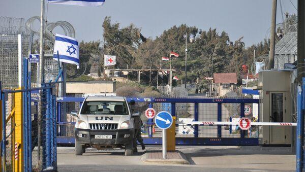 Przejście graniczne między Syrią a Izraelem na Wzgórzach Golan - Sputnik Polska