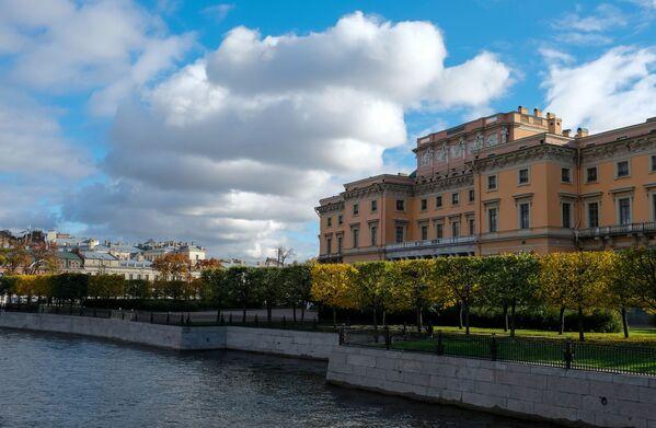 Zamek Michajłowski zwany również Zamkiem Inżynieryjnym w Petersburgu - Sputnik Polska