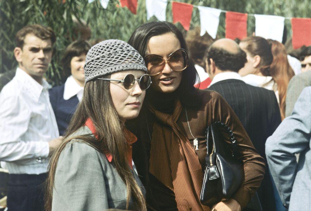 Dziewczęta na święcie Złota Jesień w Kiszyniowie, 1978 rok