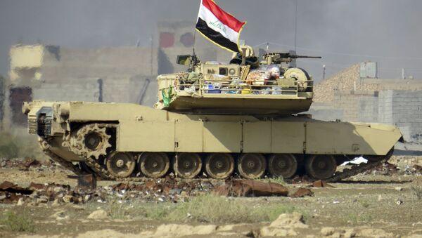 "Iracka flaga na amerykańskim czołgu ""Abrams"" - Sputnik Polska"