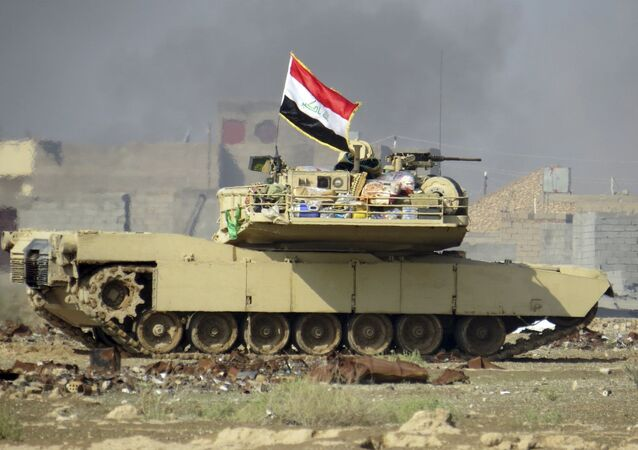 """Iracka flaga na amerykańskim czołgu """"Abrams"""""""