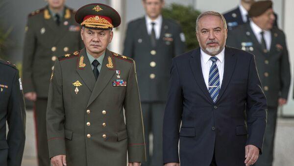 Minister obrony Rosji Siergiej Szojgu i minister obrony Izraela Avigdor Lieberman - Sputnik Polska