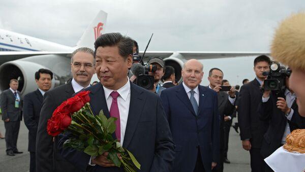 Ceremonia powitania przewodniczącego Chińskiej Republiki Ludowej Xi Jinpinga na lotnisku w Ufie - Sputnik Polska