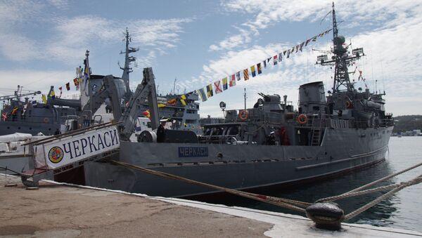 Trałowiec morski ukraińskiej marynarki wojennej Czerkassy w porcie Sewastopola - Sputnik Polska
