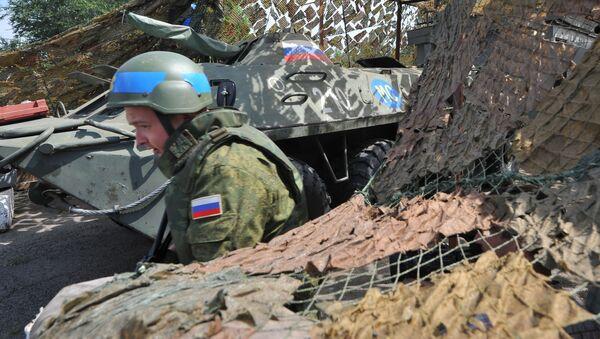 Punkt kontrolny rosyjskich sił pokojowych przy wejściu do miasta Bendery, Naddniestrze - Sputnik Polska