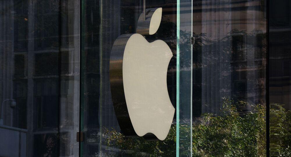 Logotyp firmy Apple w Nowym Jorku.