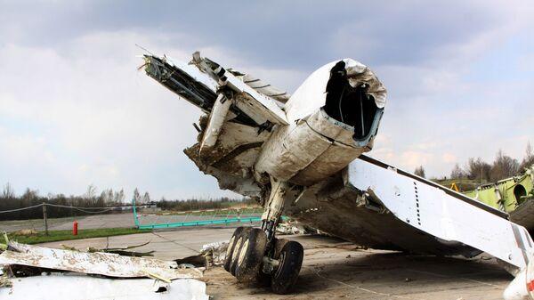 Wrak polskiego samolotu rządowego Tu-154 na chronionym terenie lotniska w Smoleńsku - Sputnik Polska