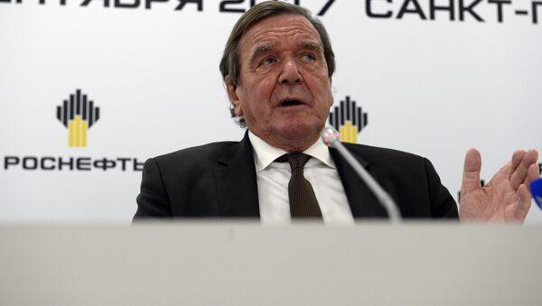 Były kanclerz Niemiec, przewodniczący rady dyrektorów spółki Rosnieft Gerhard Schröder - Sputnik Polska