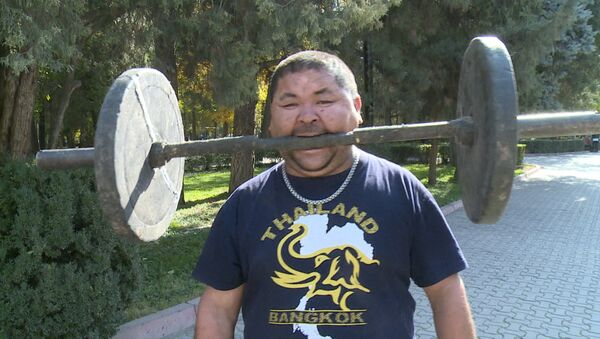 Siłacz z Kirgistanu - Sputnik Polska
