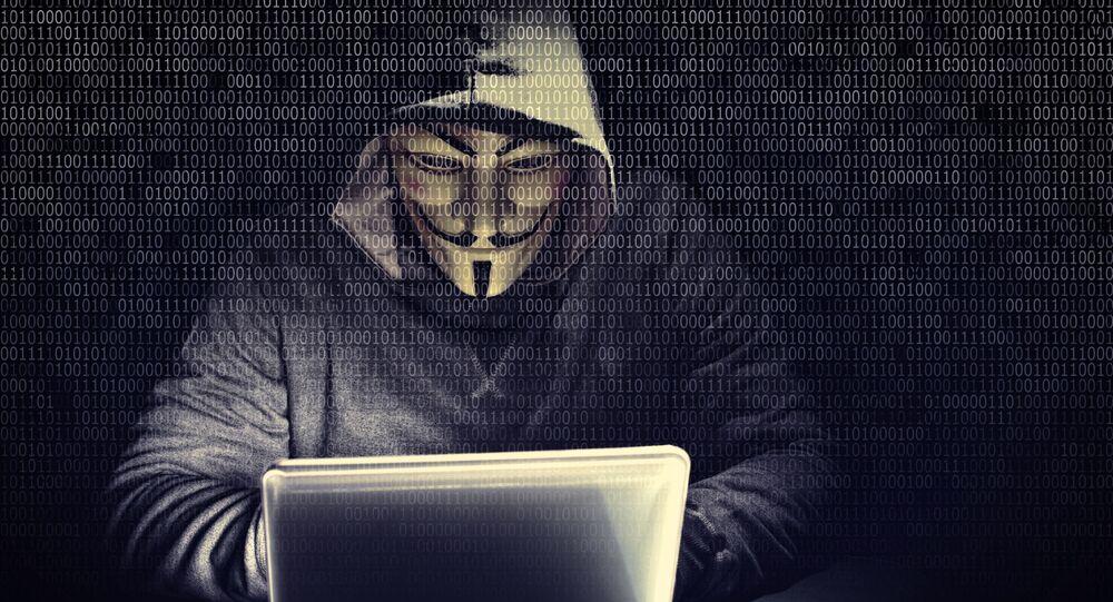 Haker z grupy hakerskiej Anonymous