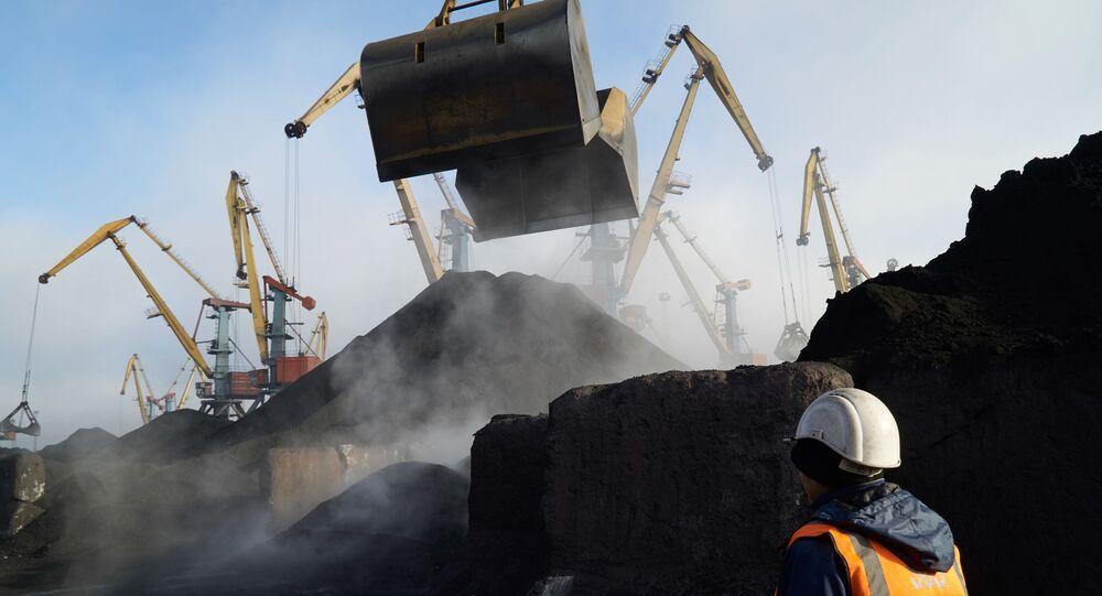 """Rozładunek węgla z RPA w porcie """"Jużnyj"""" w Odessie"""