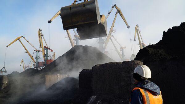 """Rozładunek węgla z RPA w porcie """"Jużnyj"""" w Odessie - Sputnik Polska"""
