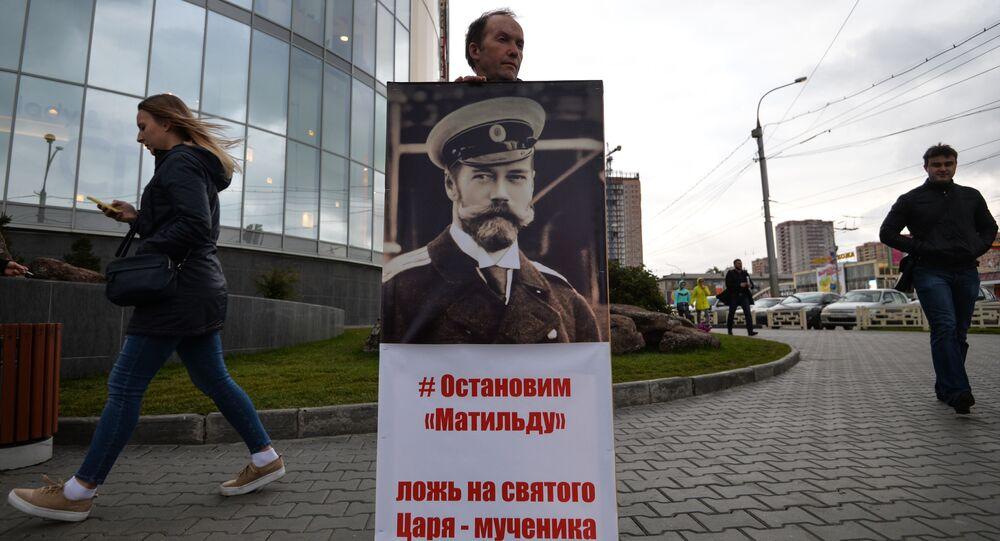Jednosobowa pikieta przy centrum handlowy, Galeria Nowosybirsk, gdzie trwa przedpremierowy pokaz filmu Matylda