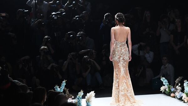 Pokaz mody Mercedes-Benz Fashion Week Russia w Moskwie - Sputnik Polska