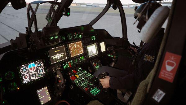 Lotnik na symulatorze Ka-52 - Sputnik Polska