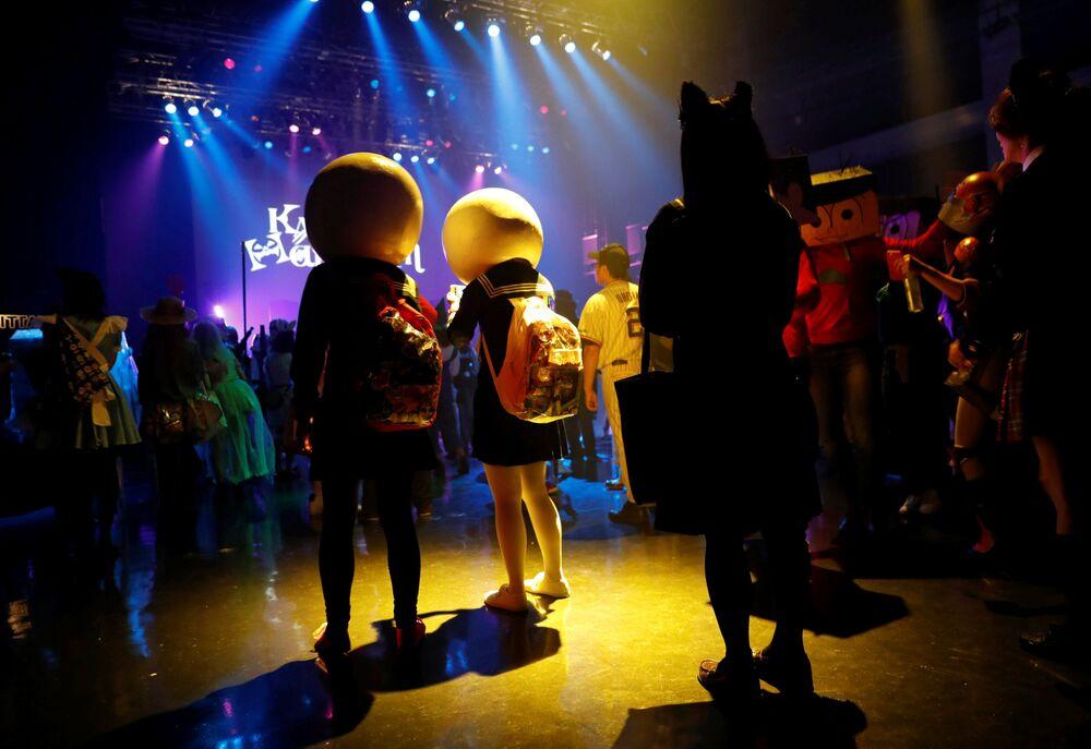 Uczestnicy parady z okazji Halloween w Japonii